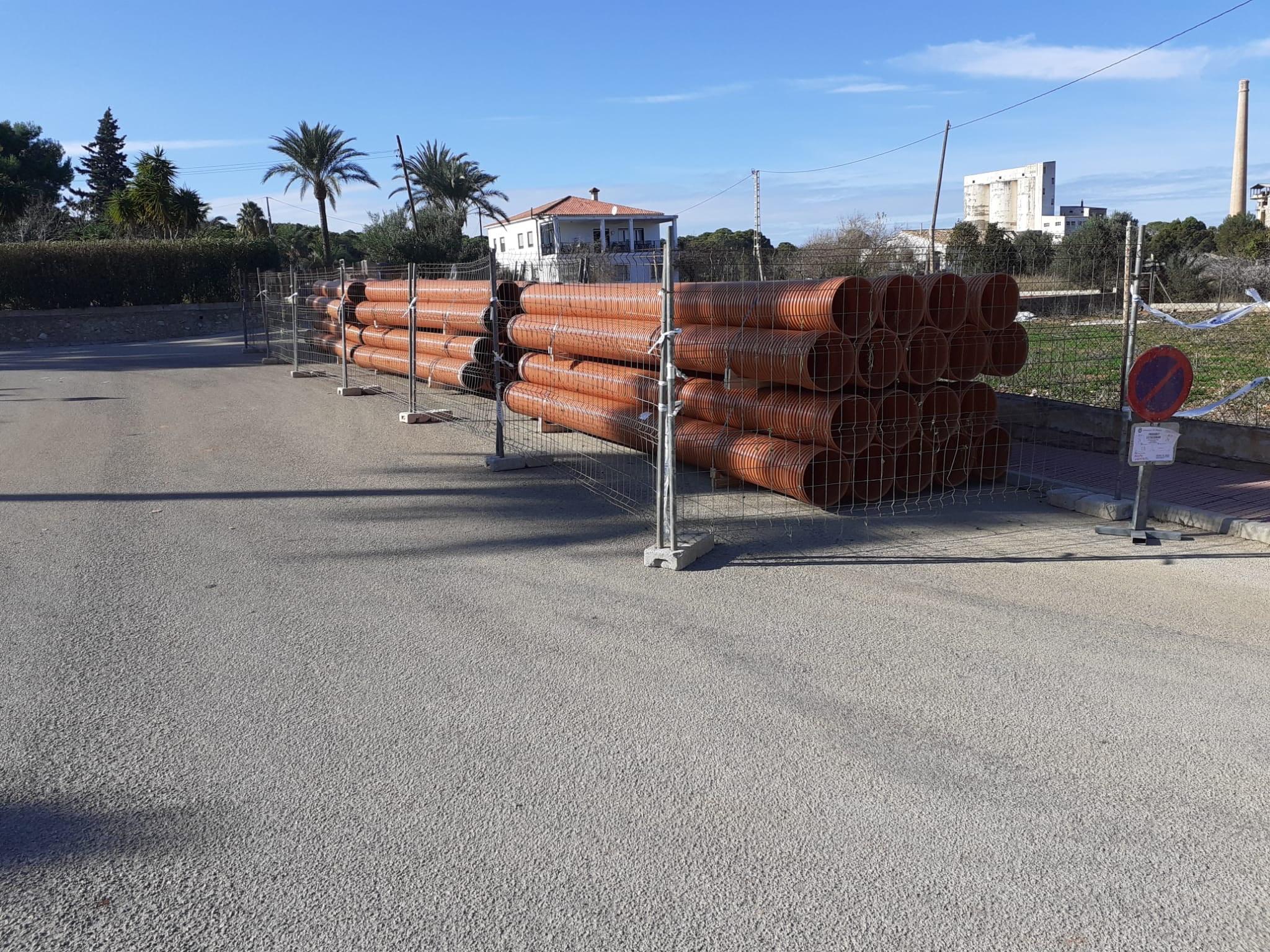 Se han instalado más de 430 metros de nuevas conducciones en el entorno de las calles Artemis y Aquil·les