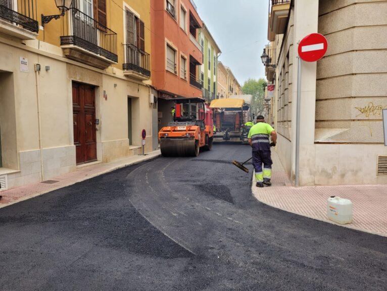 Trabajos de asfaltado en calle Pare Pere