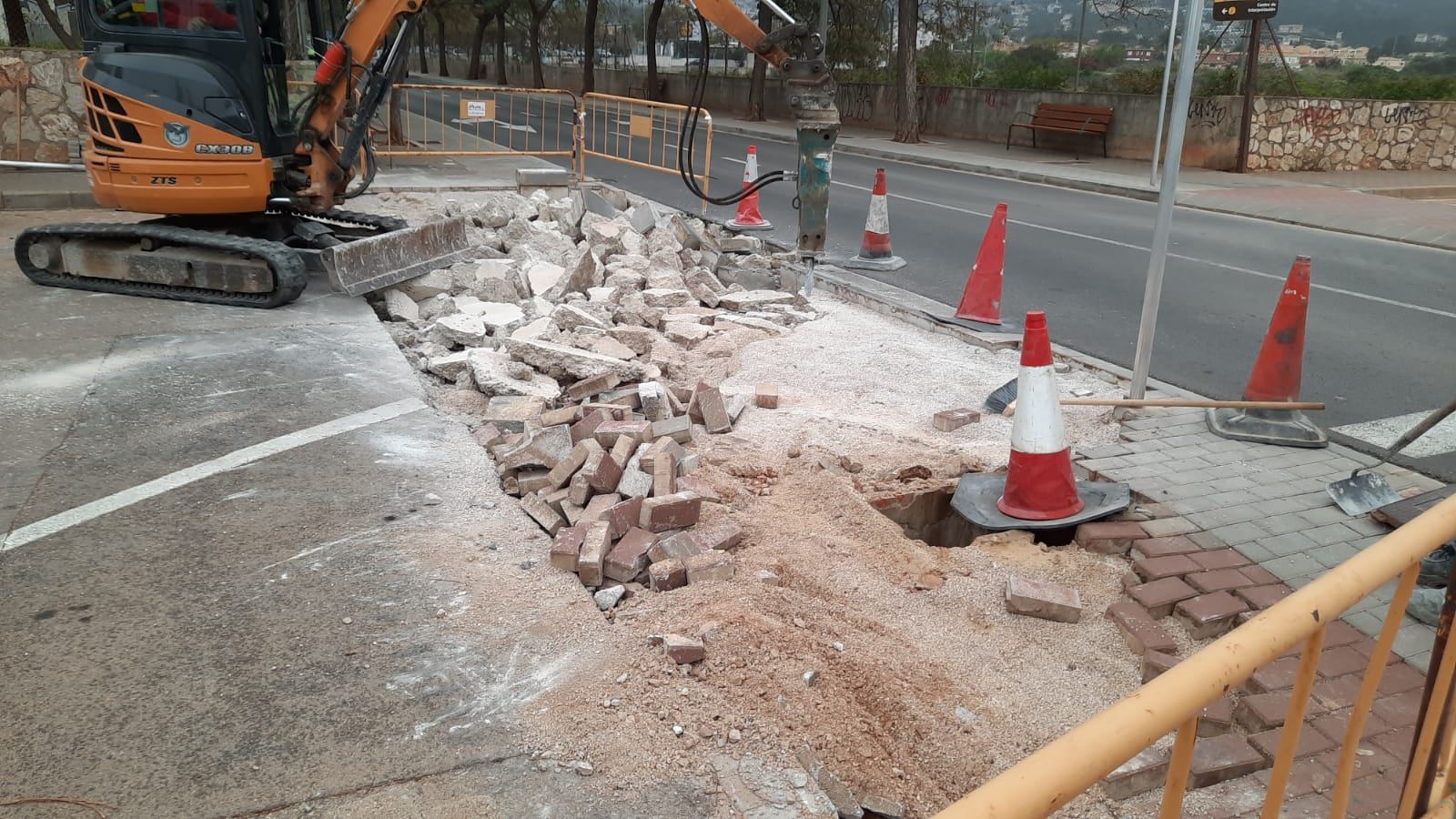 Trabajos para adecuar los entradores a los aparcamientos de camí de Sant Joan