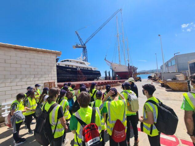 Imagen: Alumnos conociendo el puerto de Dénia
