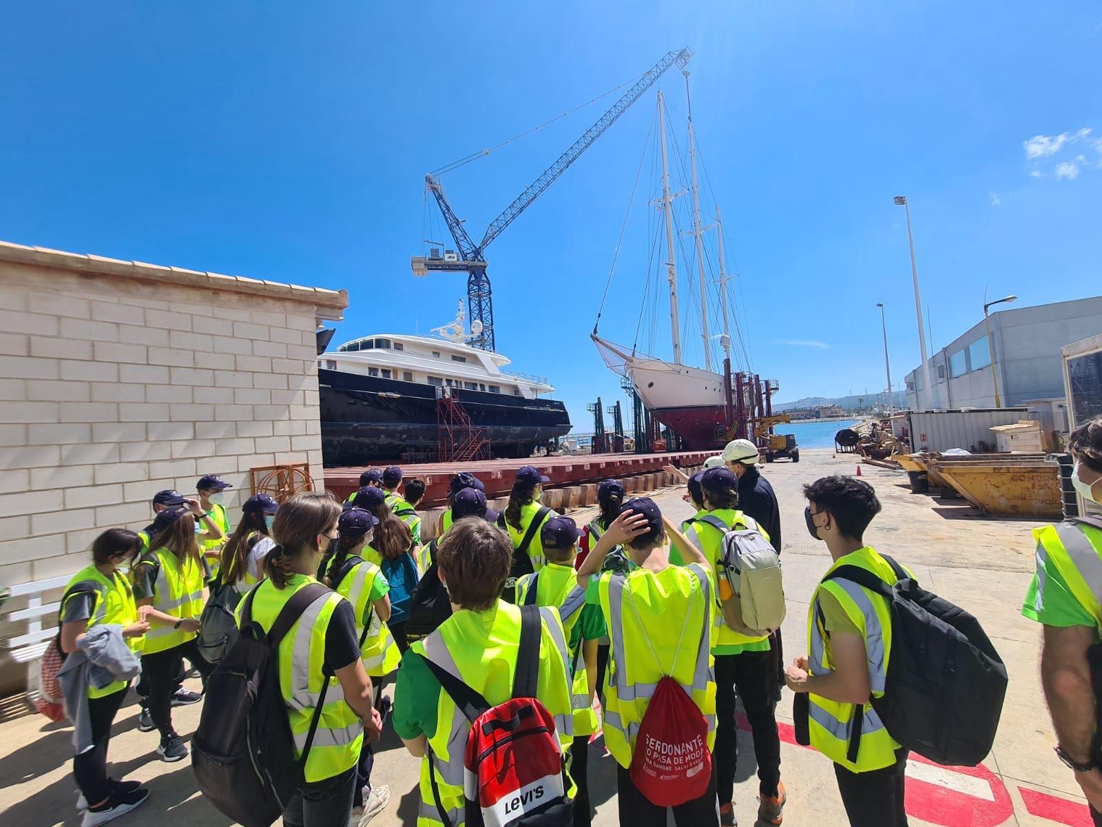 Alumnos conociendo el puerto de Dénia