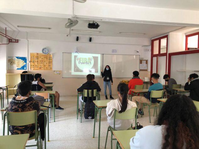 Imagen: Alumnos participando en la orientación
