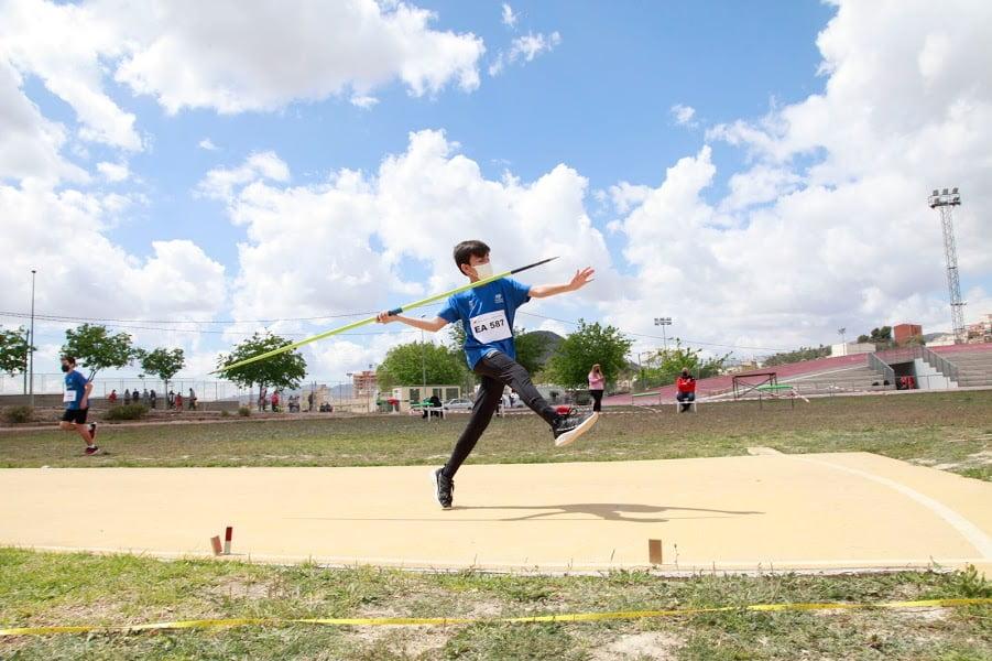 Atleta dianense en el lanzamiento de jabalina