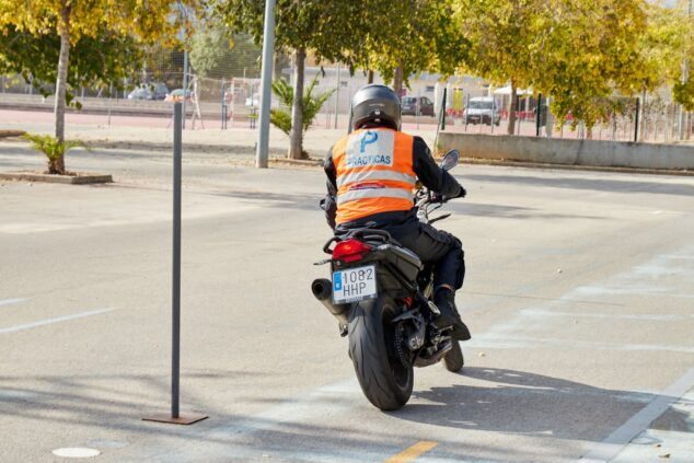 Imagen: Sácate el carnet de moto en Dénia - Autoescuela Guillem