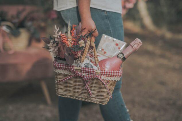 Imagen: Cesta de pícnic, regalo para el Día de la Madre - Bodas y Flores