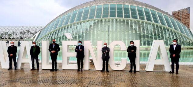 Imagen: Colomer se ha reunido en València con representantes de la guía gastronómica para atar los detalles de la celebración del evento