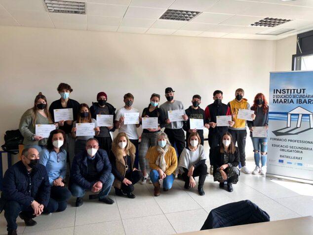 Imagen: Entrega de los certificados acreditativos a los alumnos del programa