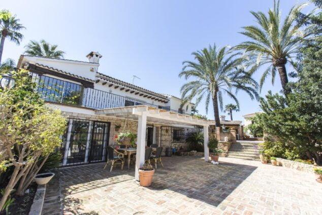 Imagen: Exterior de una casa de alquiler vacacional con cinco dormitorios en Dénia - Deniasol