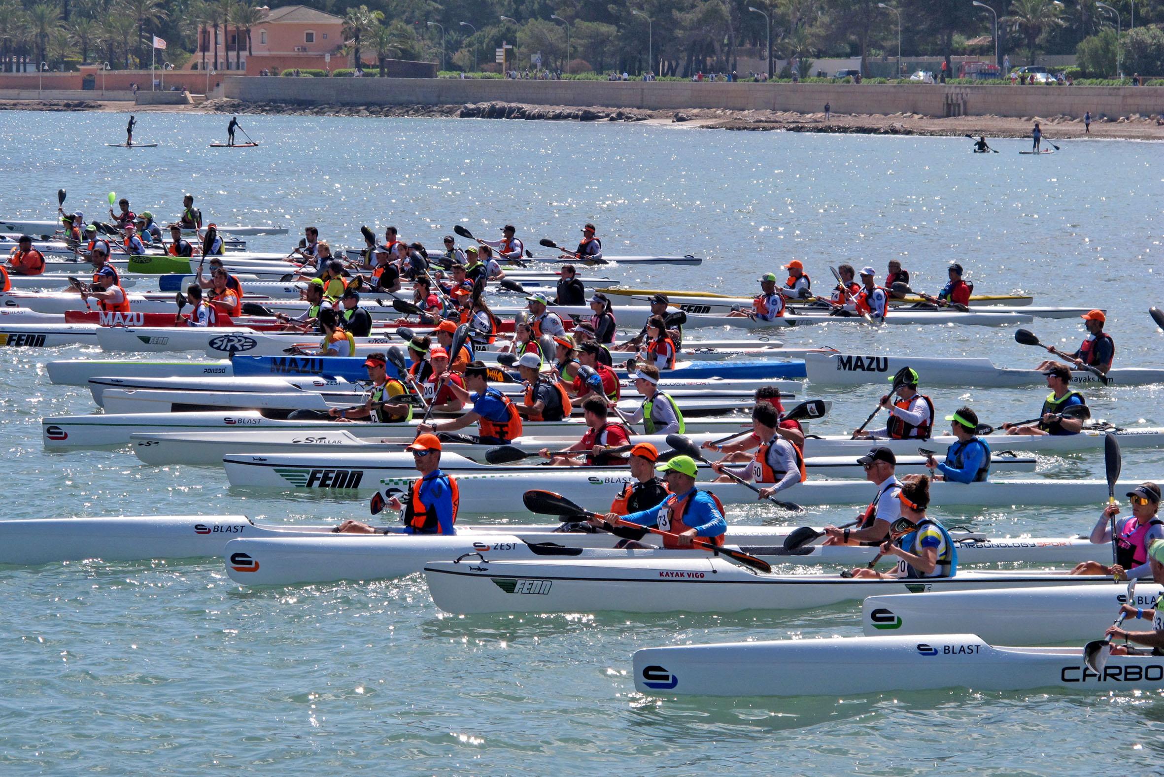 Regatistas en la Copa de España de Kayak de Mar en Dénia