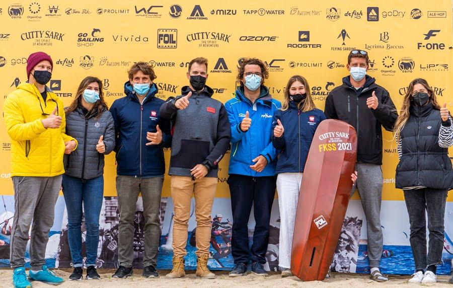 Deportistas del Club Marina El Portet de Kite Surf