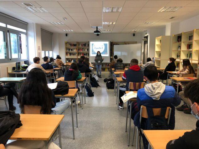 Imagen: La feria Orienta-t acerca a los estudiantes información sobre la oferta formativa y salidas laborales