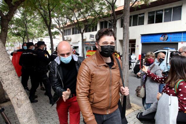Imagen: Rufián entrando en el Centre Social