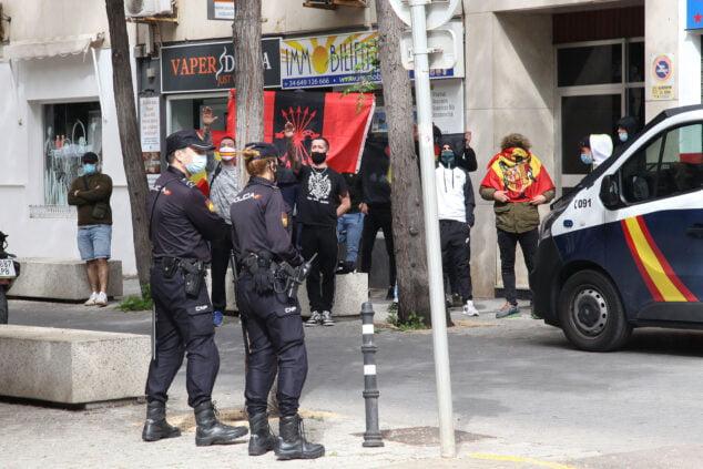 Imagen: Saludos fascistas en Dénia contra la presentación del libro