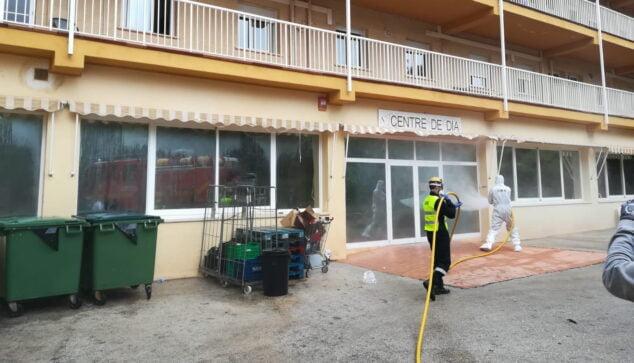 Imagen: Trabajos de desinfección en la residencia durante la cuarentena