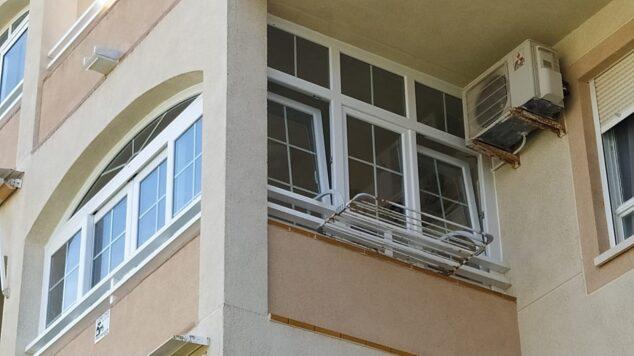 Imagen: Cerramiento de cuatro hojas correderas - Alucardona Pvc y Aluminios, S.L.
