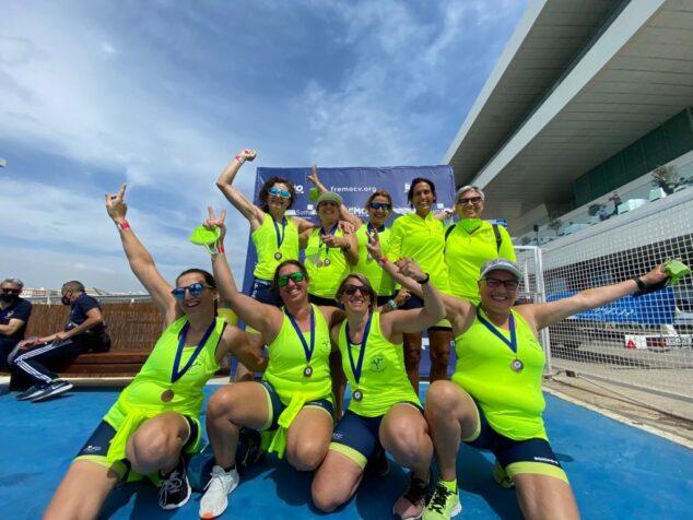 Imagen: Ganadoras del Club Rem Marina de Dénia