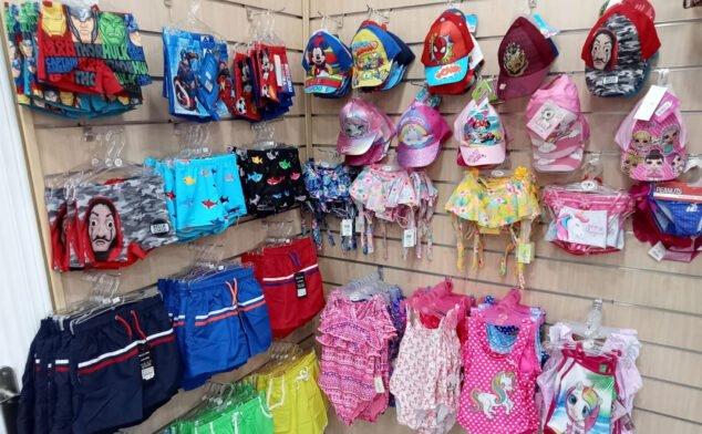Imagen: Gorras y bañadores de niño y niña - Bámbola