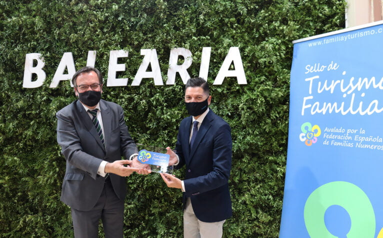 La naviera ha sido reconocida por la Federación Española de Familias Numerosas en el marco de FITUR