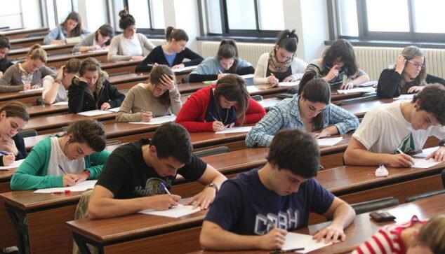 Imagen: La nota de acceso a la Universidad vendrá dada por la calificación del Bachillerato o del ciclo formativo superior y la puntuación de las PAU