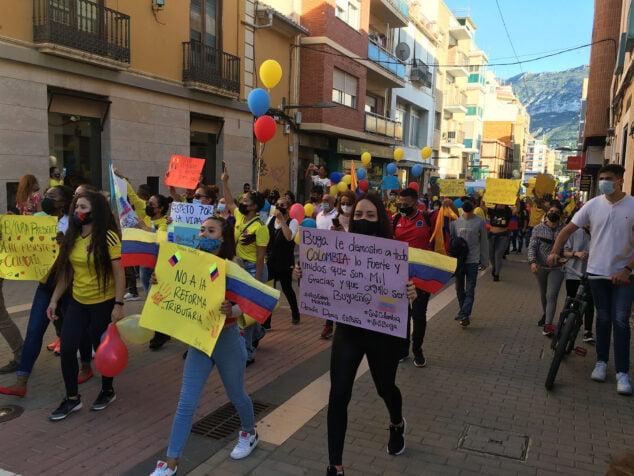 Imagen: Manifestación contra la represión colombiana en Dénia