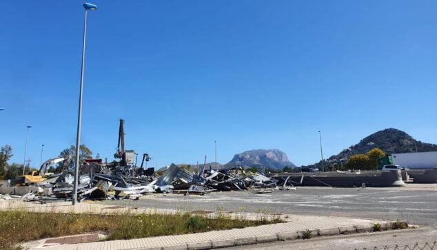 Imagen: Restos del peaje de Ondara cuando fue desmontado