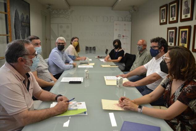 Imagen: Reunión entre la Junta Local Fallera y el Ajuntament de Dénia
