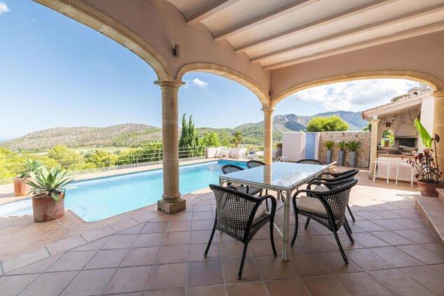Imagen: Terraza cubierta en una villa para máximo ocho personas - Quality Rent a Villa