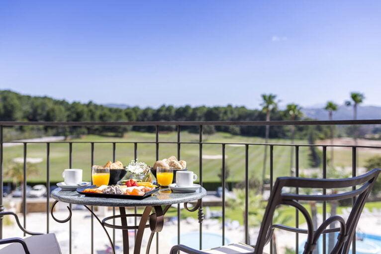 Terraza en Hotel Dénia Marriott La Sella Golf Resort & Spa