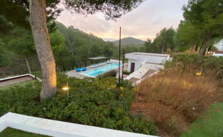 Vivienda unifamiliar con paisajismo en Ibiza - Quitec