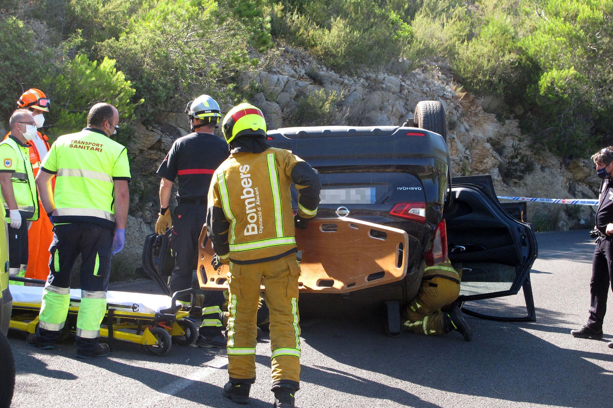 Accidente en Les Planes acaba con un vehículo volcado 01