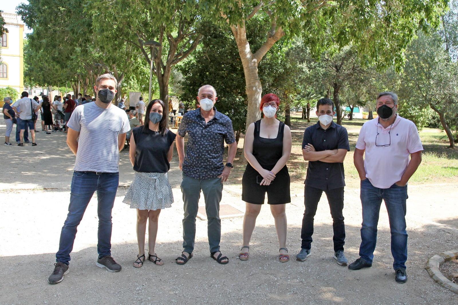 Àgueda Micó y su equipo en los jardines de Torrecremada
