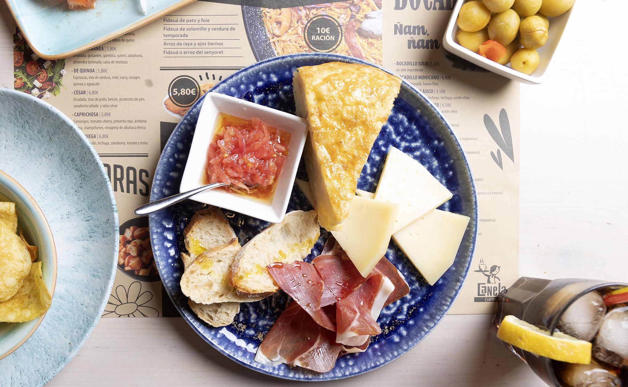 Almorzar en Dénia – Canela