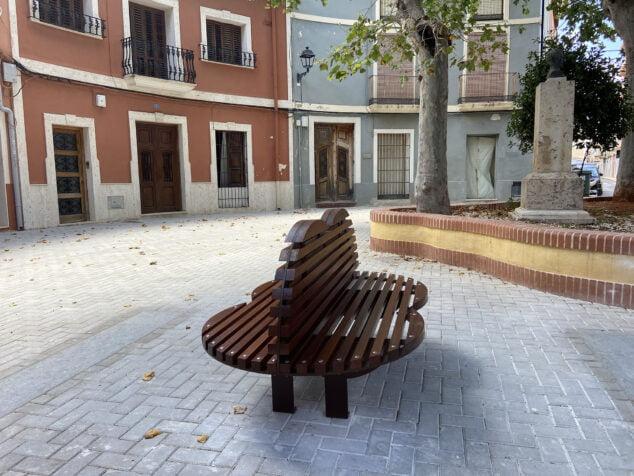 Imagen: Así es el Banco del Beso de la plaza Tenor Cortis