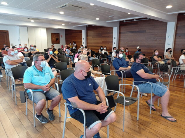 Imagen: Asistentes a la reunión informativa de las Fallas