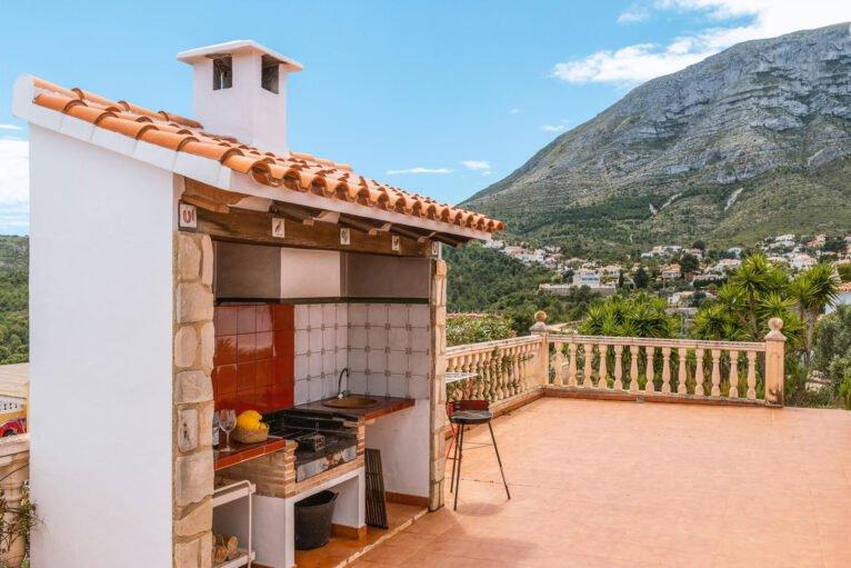 Barbacoa en una casa de vacaciones para ocho personas en Dénia - Aguila Rent a Villa