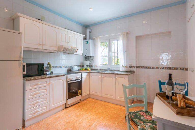 Cocina en una casa de vacaciones para ocho personas en Dénia - Aguila Rent a Villa