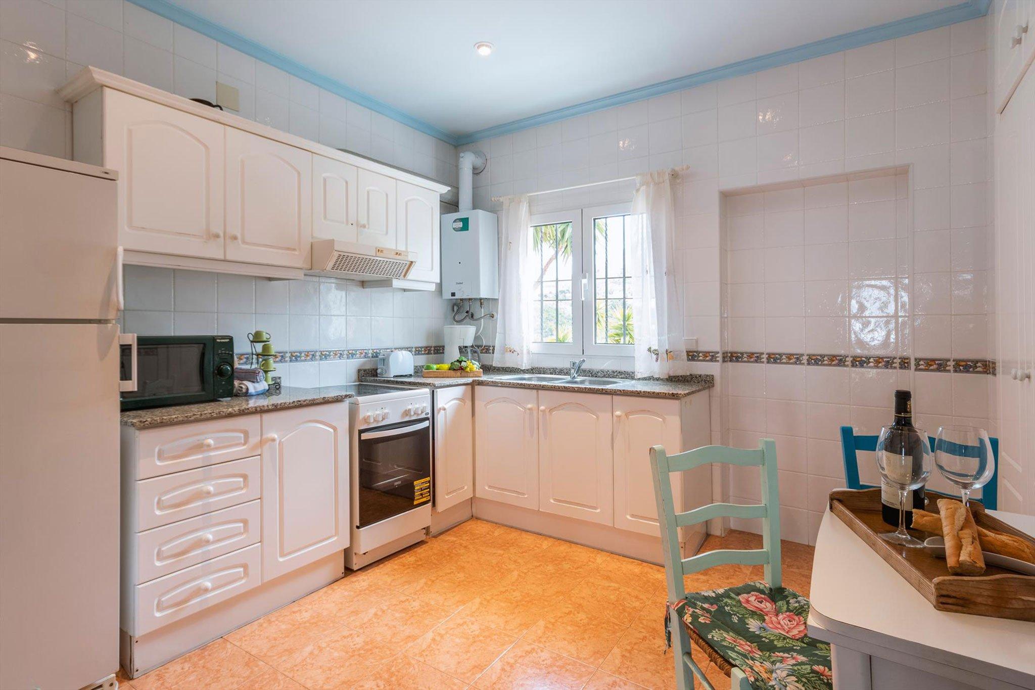 Cocina en una casa de vacaciones para ocho personas en Dénia – Aguila Rent a Villa