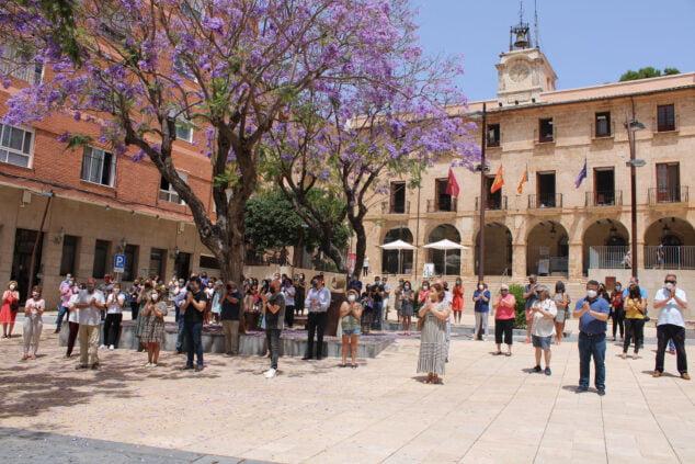 Imagen: Concentración frente al ayuntamiento