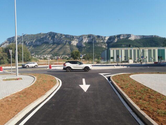 Imagen: Esta intervención permite transformar los pasos a nivel del antiguo trenet en cruces semafóricos e integrar el trazado en el entorno urbano