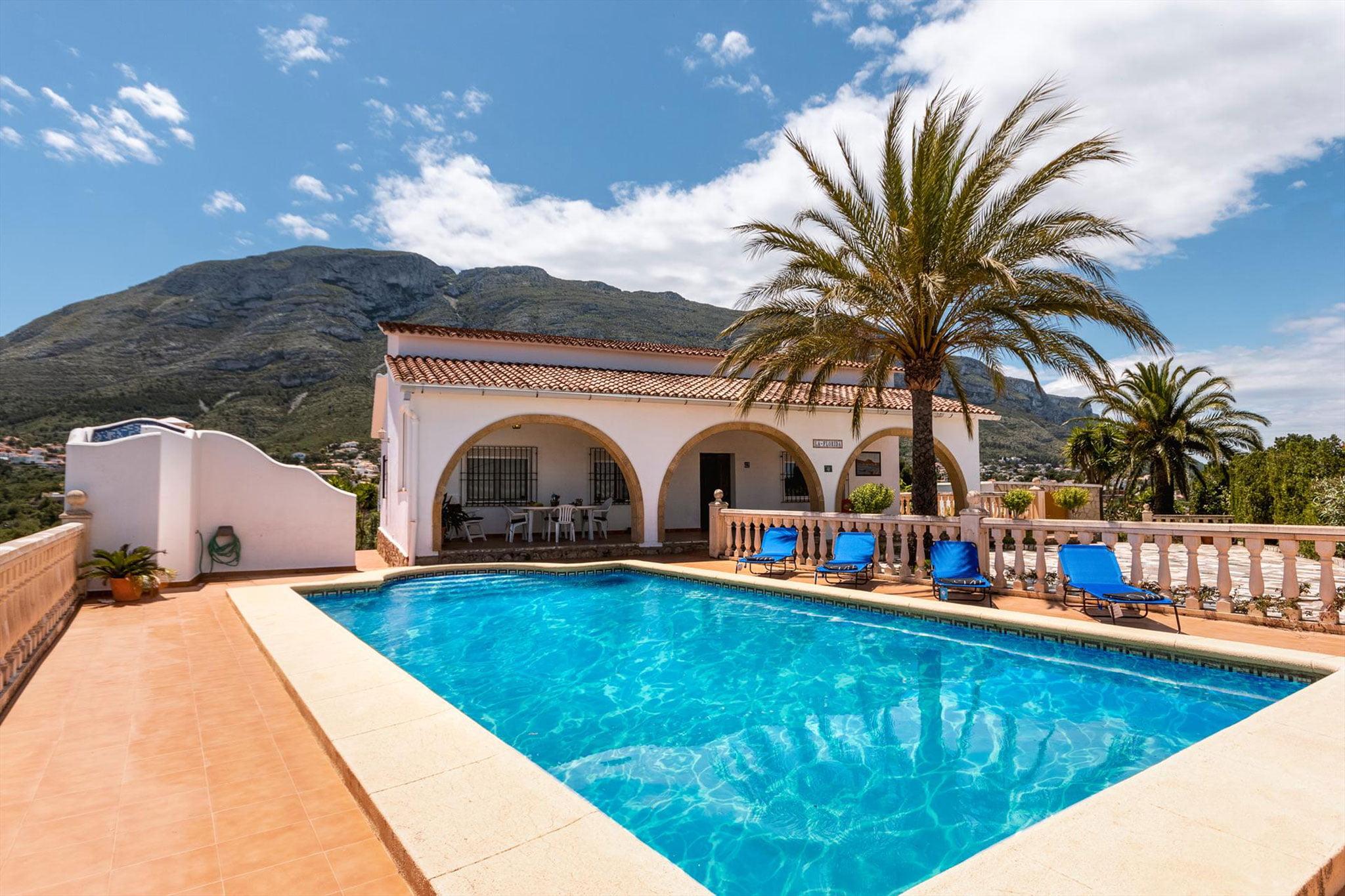 Exterior en una casa de vacaciones para ocho personas en Dénia – Aguila Rent a Villa