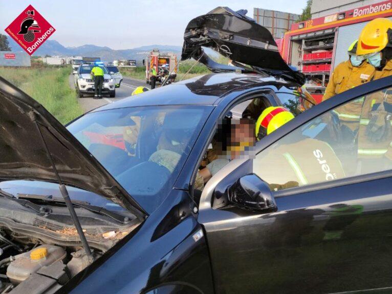 Fuerte accidente en la CV725 provocado por un jabalí