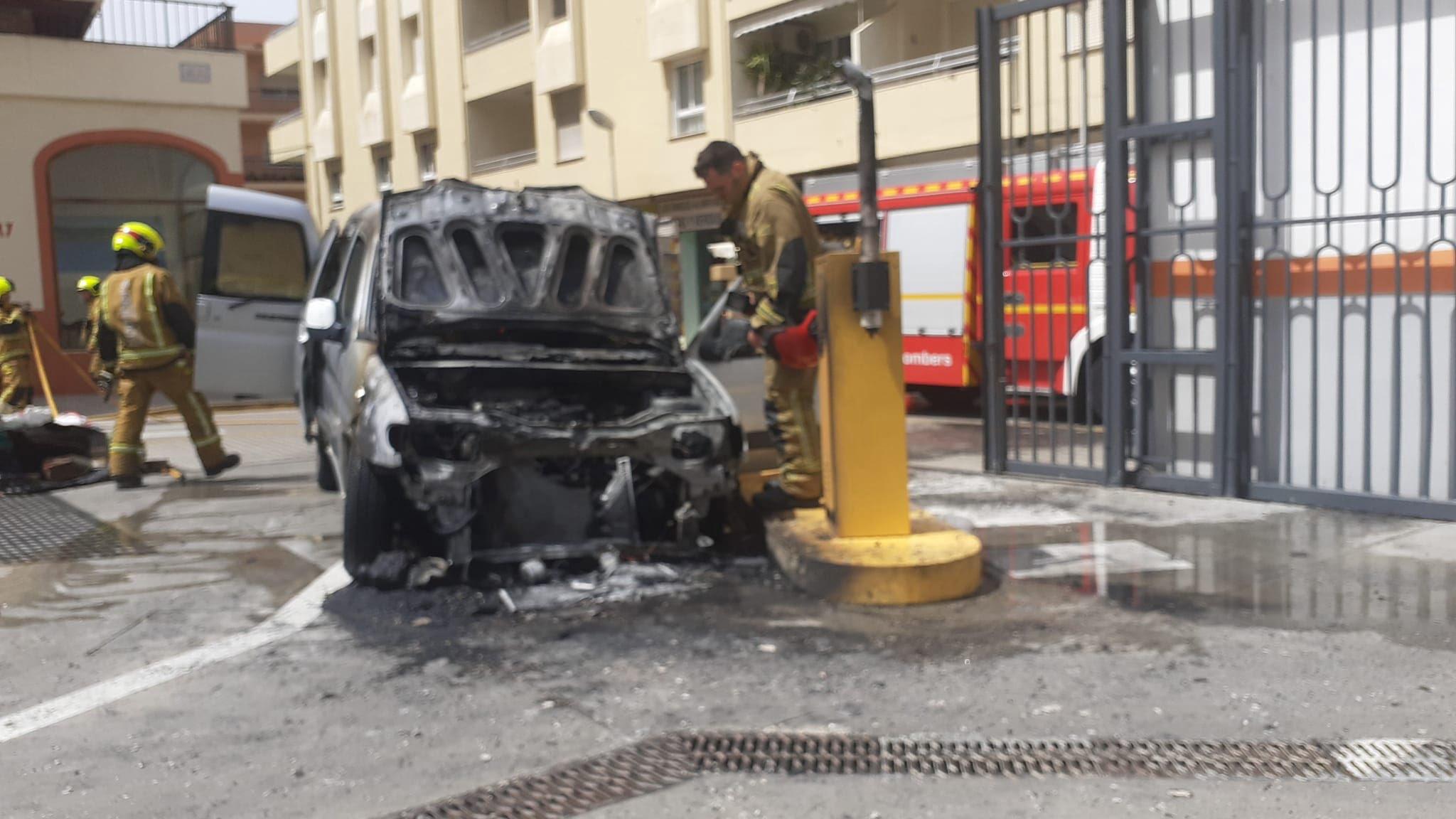 Furgoneta incendiada en Temple de Sant Telm