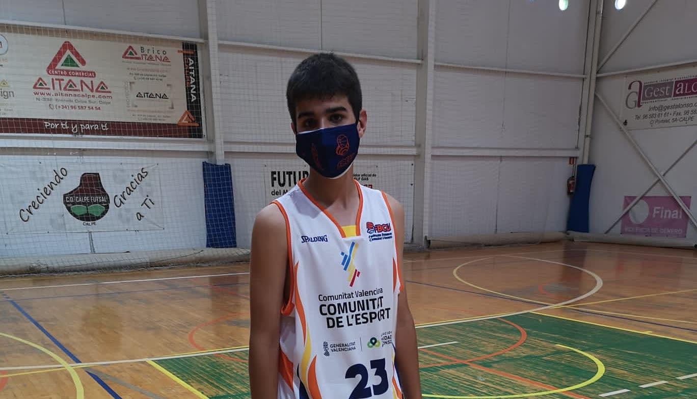 Gerard Sastre vistiendo el uniforme de la selección