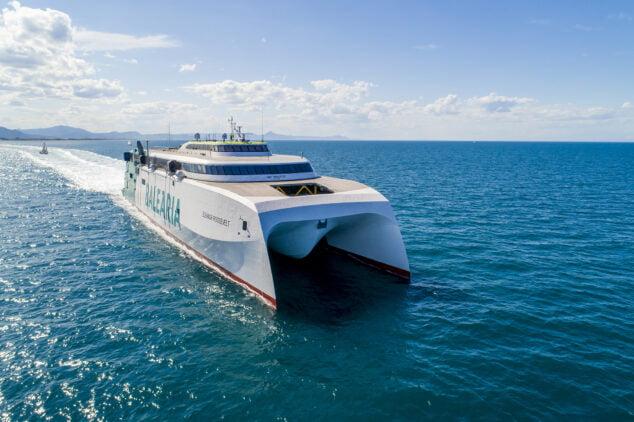 Imagen: La naviera cuenta con tres 'fast ferries' en estas rutas que permiten incrementar la oferta de plazas y de horarios