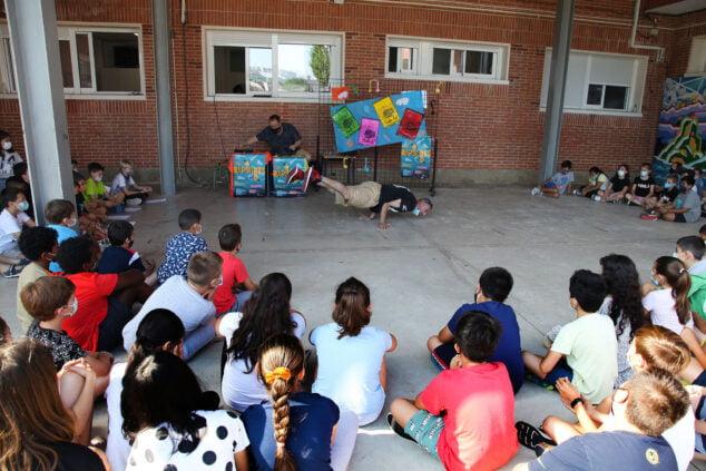Imagen: Malcriat enseñando breakdance a los alumnos