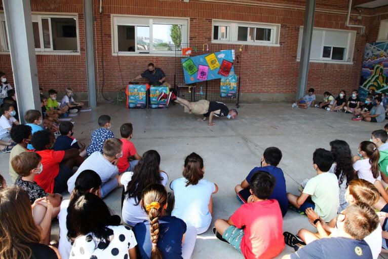 Malcriat enseñando breakdance a los alumnos