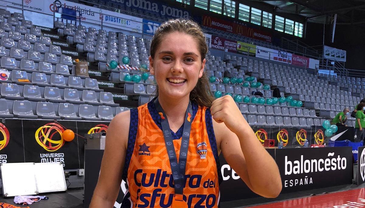 Marta Chico, nueva campeona de España, celebrando la victoria