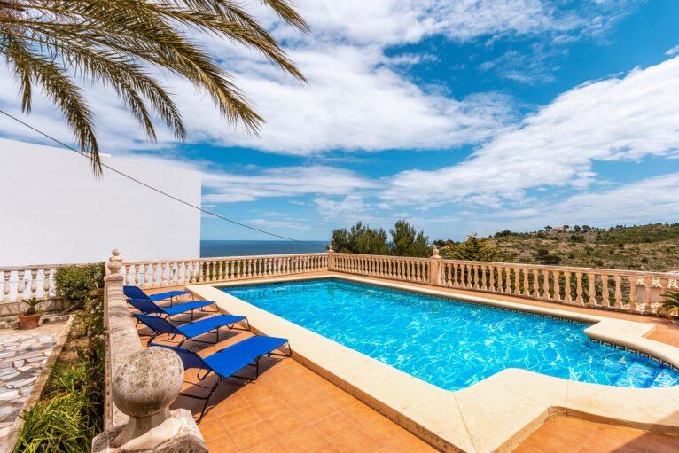Piscina en una casa de vacaciones para ocho personas en Dénia - Aguila Rent a Villa