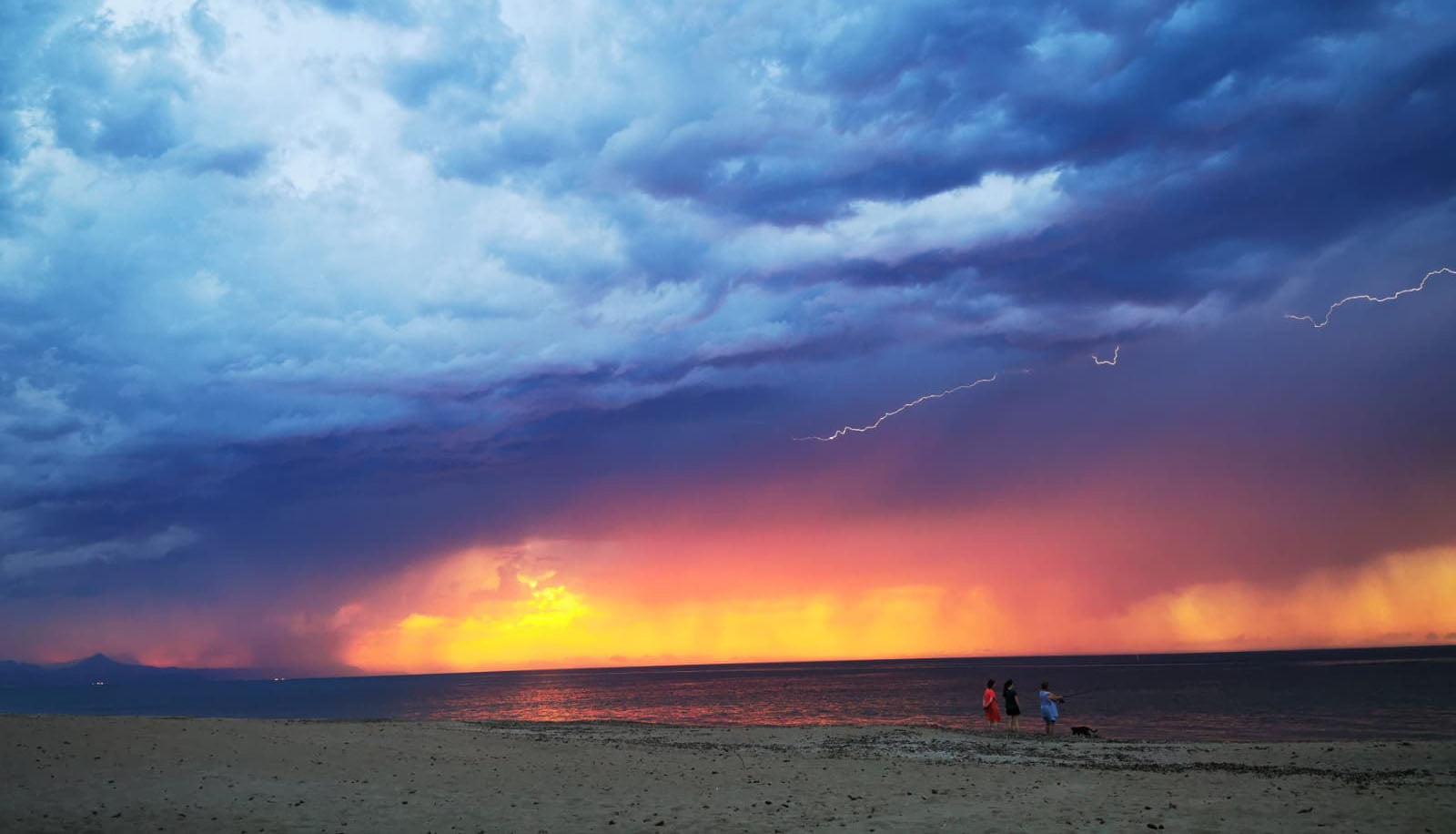 Portada de la tormenta eléctrica sobre València