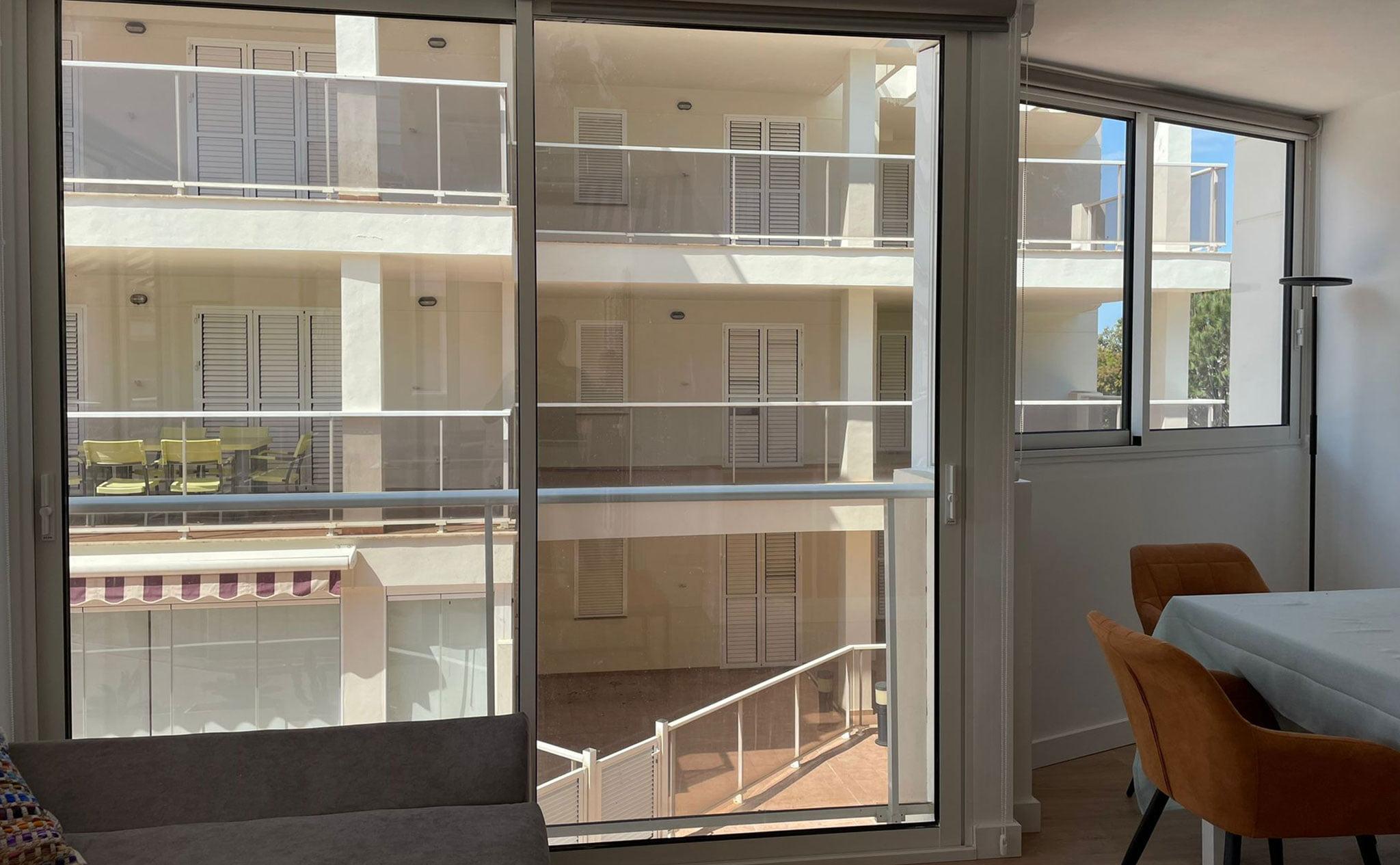 Puerta de balcón corredera en Dénia – Hermética